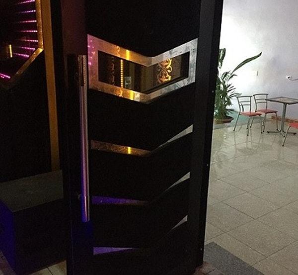 Cửa phòng Karaoke đẹp bằng Inox