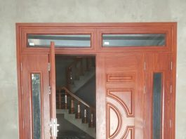 Mặt tiền nhà bạn sẽ đẹp hơn với của sắt giả gỗ 4 cánh
