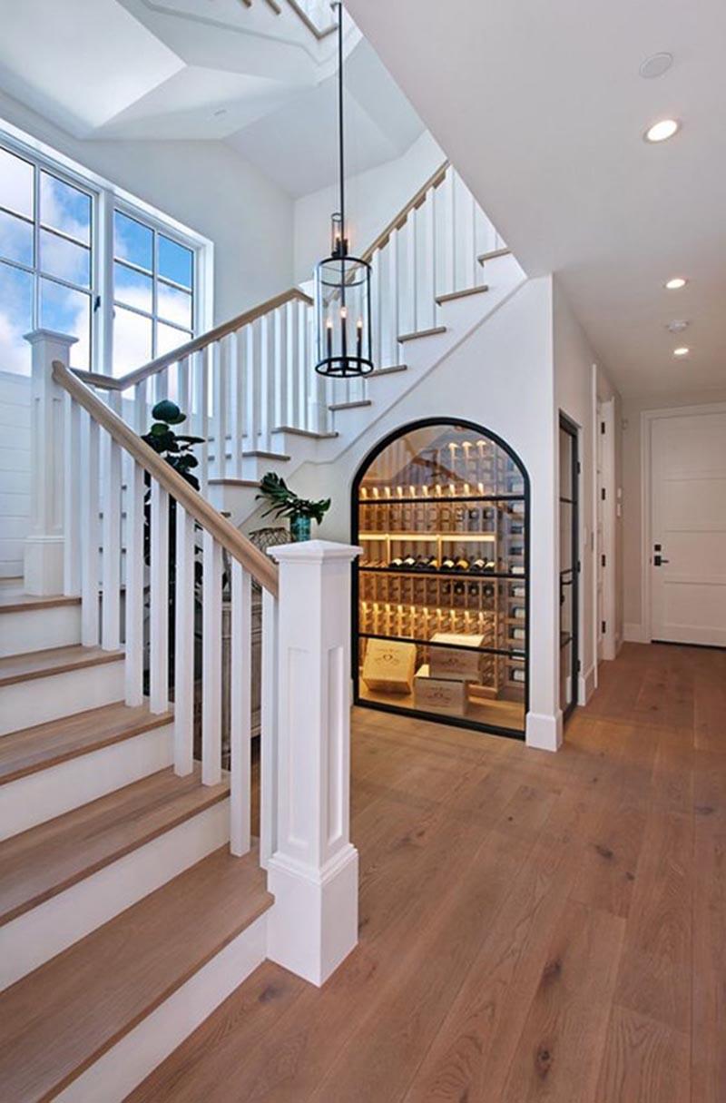 gầm cầu thang thành hầm rượu